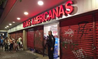 Tentativa de assalto a uma filial das Lojas Americanas de Laranjeiras Foto: Marco Antônio Cavalcanti