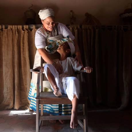 Kayque e Graziele: menino desobedecia ordem da professora, que o obrigava a rezar 'Pai Nosso', e dizia que era filho de Xangô Foto: Custódio Coimbra