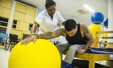 Reviravolta. Jhonathan estava de moto quando foi atingido por um motorista embriagado: seus planos são fazer treinamento físico para outros paraplégicos Foto: Fotos de Bárbara Lopes