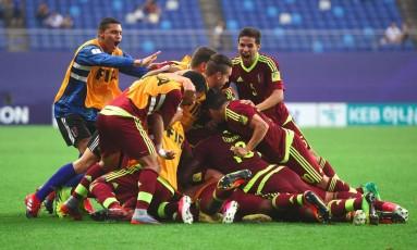 Seleção comemora classificação para as quartas de final Foto: JUNG YEON-JE / AFP