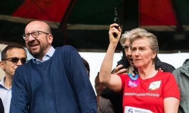 Premier belga, Charles Michel, reage a disparo de tiro por princesa Astrid durante corrida em Bruxelas Foto: LAURIE DIEFFEMBACQ / AFP