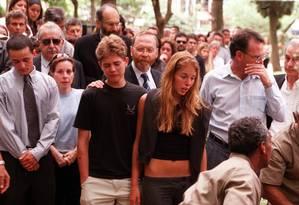 Os irmãos Andreas e Suzane von Richthofen no enterro dos pais em 2002 Foto: Flavio Grieger 01.11.2002