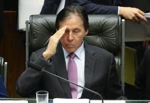 O presidente do Congresso, senador Eunício Oliveira (PMDB-CE), lê requerimento de criação da CPI Mista da JBS-BNDES Foto: ANDRE COELHO / Agência O Globo