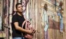 Aos 9 anos de idade Junior Philip foi arremessado por um colega contra a quina da mesa da professora Foto: Fernando Lemos / Agência O Globo