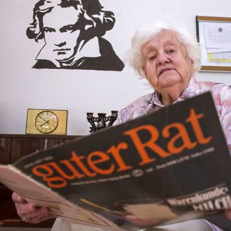 Revistas antigas fazem parte do espaço que recria a memória da Alemanha Oriental Foto: Jens Meyer / Jens Meyer/ AP