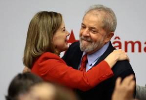 O ex-presidente Lula participa de um seminário ao lado de Gleisi Hoffmann, em abril último em Brasília. Foto de Jorge William / Agência O Globo Foto: Jorge William / Agência O Globo