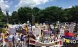 Manifestantes protestam em frente à OEA contra o governo do presidente venezuelano, Nicolás Maduro
