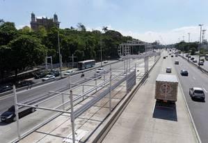 Obras. O trecho que ligará Deodoro ao Caju deve ficar pronto em junho de 2018 Foto: Márcio Alves / Agência O Globo