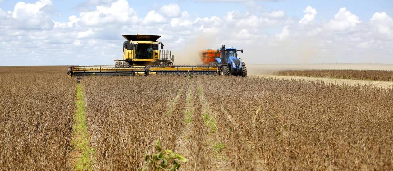 Colheita de soja na Fazenda Mingori, no município de Luiz Eduardo Magalhães (BA), na divisa com Tocantins. Foto de Fabio Rossi / Agência O Globo