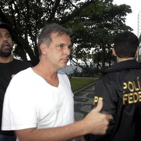 Polícia Federal foi ao prédio de Marco Antônio de Luca, em Ipanema, para prendê-lo Foto: Pedro Teixeira / O Globo