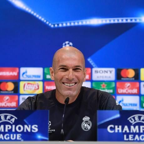 Zidane, técnico do Real Madrid, em coletiva de imprensa antes da final da Liga dos Campeões Foto: PIERRE-PHILIPPE MARCOU / AFP
