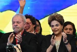O ex-presidentes Luiz Inácio Lula da Silva e Dilma Rousseff durante congresso do PT Foto: Evaristo Sá / AFP / 1-7-2017