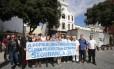 Abraço ao 13º BPM.População se reúne em ato pelo cumprimento da promessa de transformar o 13º BPM, na Praça Tiradentes, em um centro integrado de segurânça pública.