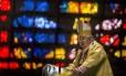 Para Dom Orani, The Guardian desrespeitou brasileiros e critsãos com imagem do Cristo Redentor armado Foto: Ana Branco / Agência O Globo