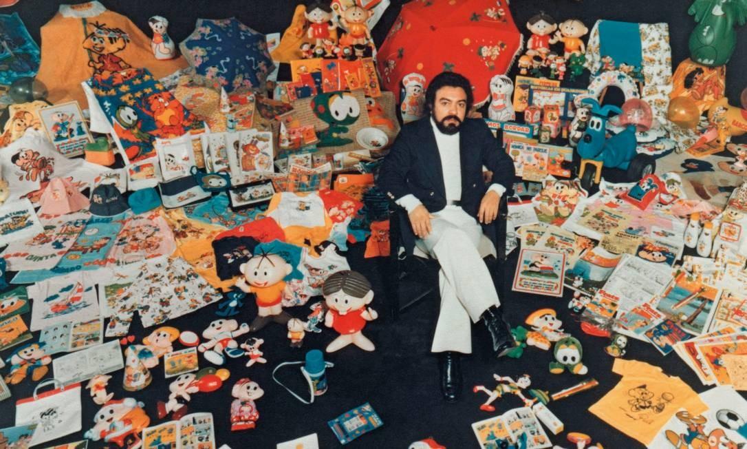 Mauricio na década de 1970 cercado por todos os seus produtos licenciados na época. Hoje, eles chegam a 3 mil. Foto: Divulgação / Agência O Globo