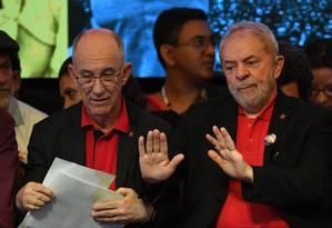 Lula e o presidente do PT, Rui Falcão, participam de congresso do PT em Brasília Foto: EVARISTO SA / AFP