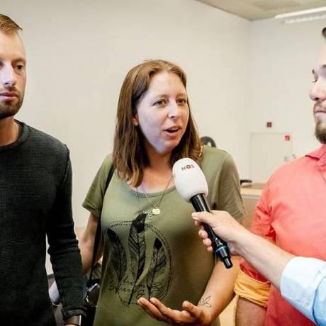 Uma da supostas filhas do médico dá entrevista Foto: AFP