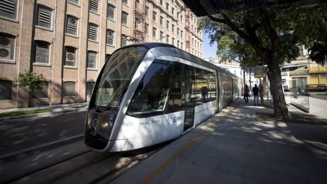 Primeiro dia de funcionamento das estações do VLT Providência e Praça da Harmonia. Foto: Márcia Foletto / Agência O Globo