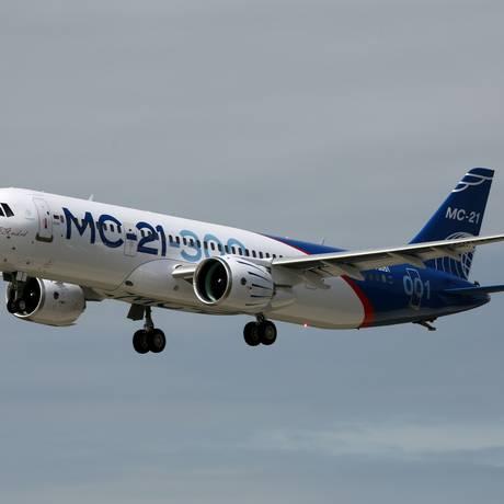 Especialistas recomendam que eletrocardiogramas e desfibriladores sejam instalados em todos os aviões Foto: MARINA LYSTSEVA / AFP