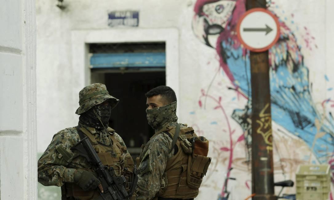 Policiais do Bope em uma das entradas do Morro da Providência, na Região Central do Rio Foto: Gabriel de Paiva / Agência O Globo