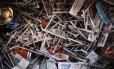 Agulhas descartadas são encontradas em local de uso de heroína na Filadélfia, Estados Unidos