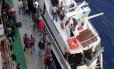 Imigrantes clandestinos que viajam para a Itália em iates