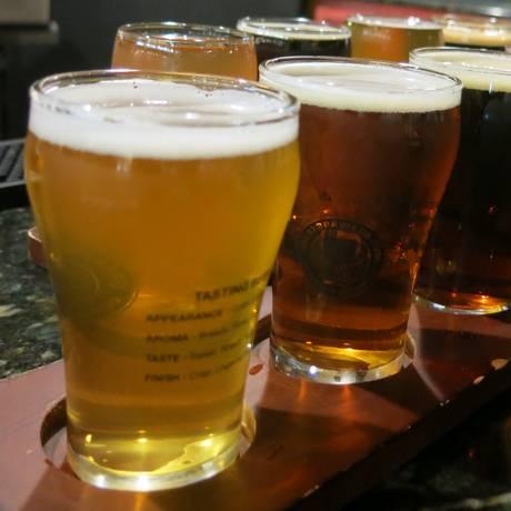 Cientistas consideraram seis copos de 473 ml por semana como consumo moderado Foto: Eduardo Zobaran / Agência O Globo