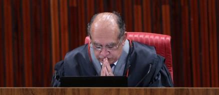 Ministro Gilmar Mendes, presidente do TSE, no segundo dia de julgamento da chapa Dilma-Temer Foto: André Coelho / O Globo