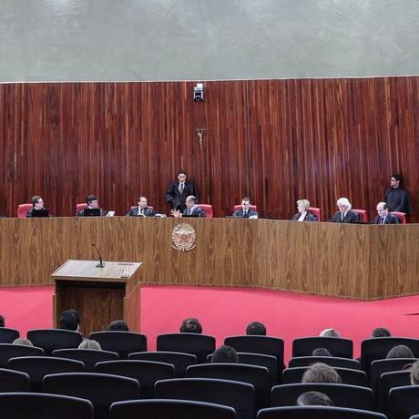 O plenário do TSE durante o julgamento da chapa Dilma-Temer Foto: André Coelho / Agência O Globo