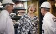 Theresa May visita mercado em Londres no fim da campanha