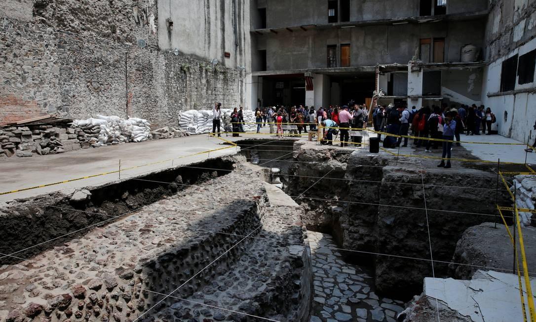 Acredita-se que há mais vestígios da civilização asteca abaixo das ruas e construções da capital mexicana Foto: HENRY ROMERO / REUTERS