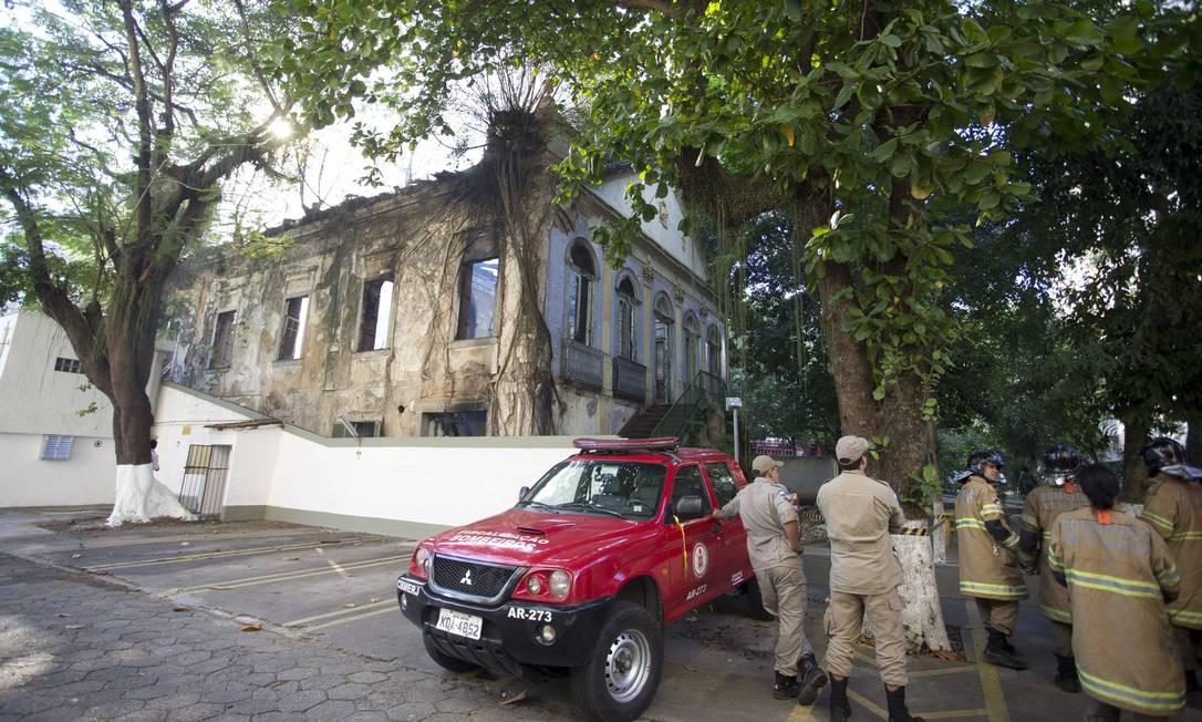 O prédio do antigo Colégio Brasil que pegou fogo em Niterói Foto: Márcia Foletto / Agência O Globo