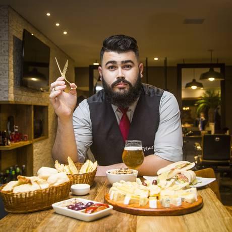 Barbas de molho. Tábua de queijos, belisquetes e sanduíches no cardápio servido pelo Giuseppe Foto: Bárbara Lopes / Bárbara Lopes