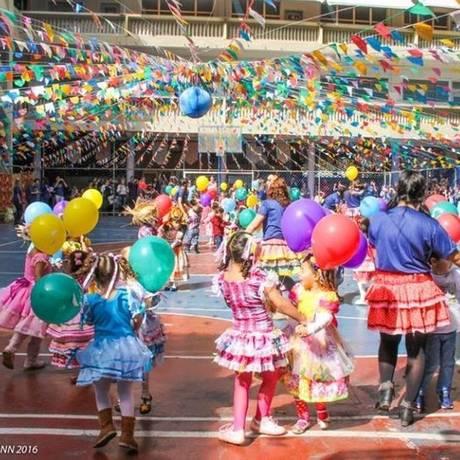 Crianças se divertem na festa junina do Colégio São José Foto: Divulgação/fernanda hoffmann