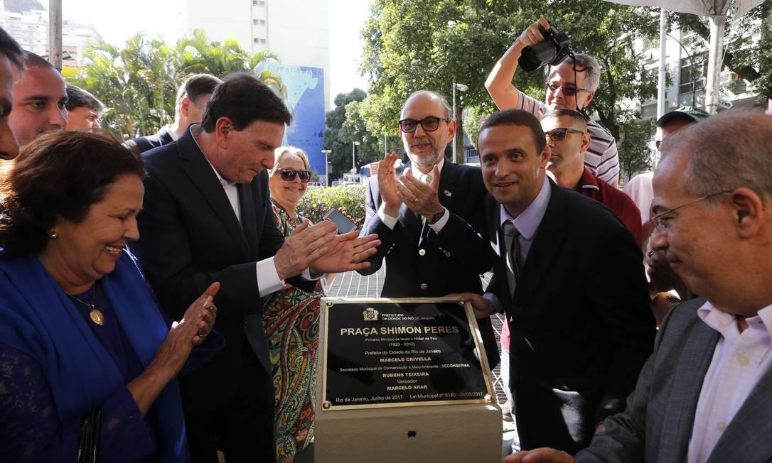 Aplausos na inauguração da Praça Shimon Peres, em Copacabana Foto: Antonio Scorza / Agência O Globo