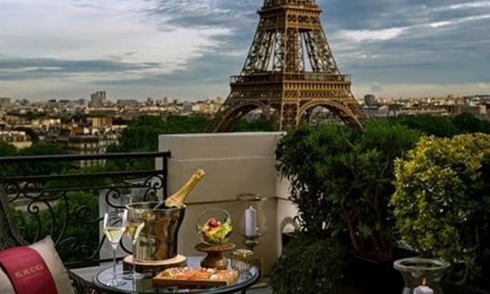 De cara para a Torre Eiffel Foto: Romeo Balancourt