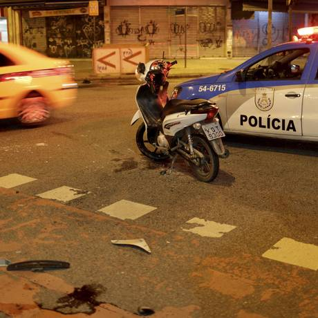 Motociclista morre em acidente grave na Ilha do Governador Foto: Agência O Globo