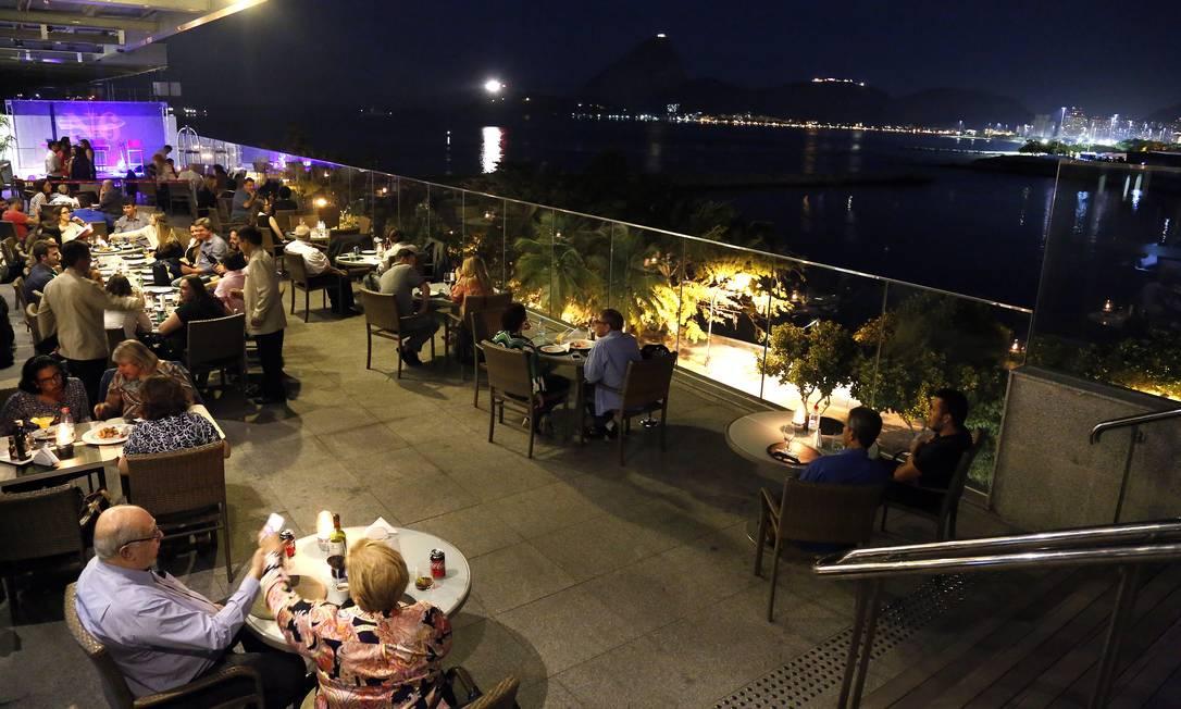Restaurante N6, na cobertura do Prodigy Santos Dumont, no Centro Foto: O GLOBO / Gustavo Miranda