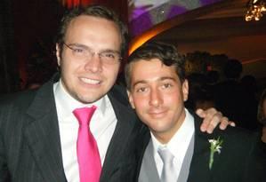 O doleiro Lúcio Bolonha Funaro (gravata vermelha) e o comerciante John Mendes Reis (gravata cinza) Foto: Divulgação