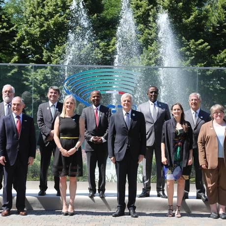 Ministros do Meio Ambiente dos países do G7 antes de reunião em Bolonha Foto: Giorgio Benvenuti / AP