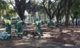 Agentes da prefeitura fazem limpeza na Praça Princesa Isabel após ação da PM e da Guarda