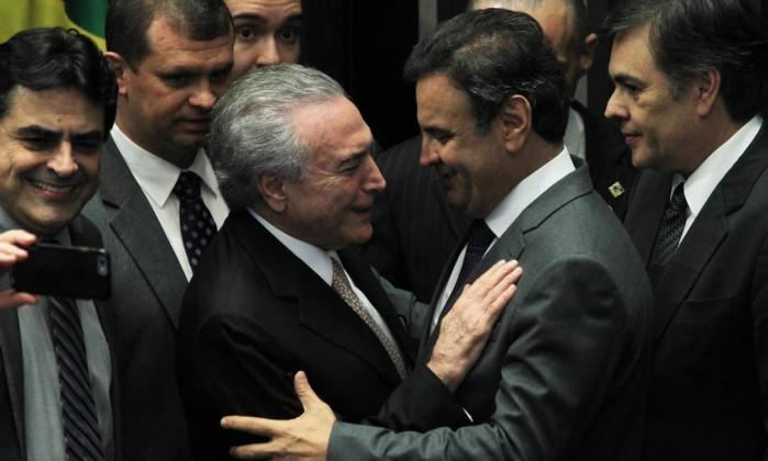 Aécio Neves e Alckmin pressionam o PSDB a continuar no governo