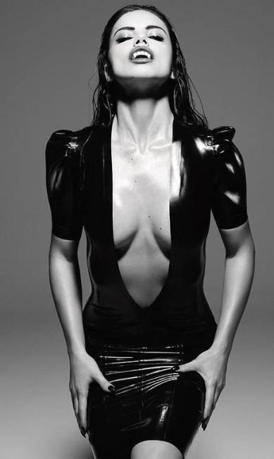 """Em 2016, Adriana se vestiu de vampira sexy para a """"GQ"""" espanhola Divulgação"""