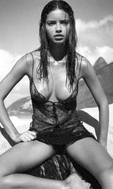 Adriana foi uma das estrelas do calendário Pirelli 2004, clicado no Rio Divulgação / Pirelli