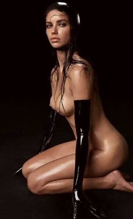 Ela reapareceu na folhinha em 2015, em clique de Steven Meisel Foto: Pirelli / Divulgação