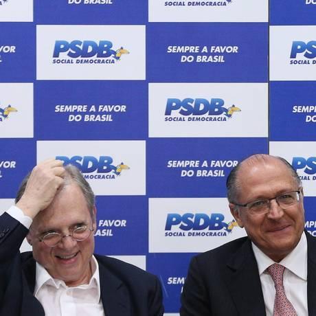 O Senador Tasso Jereissati e o governador Geraldo Alckmin (SP) durante reunião da diração do PSDB Foto: ANDRE COELHO / Agência O Globo