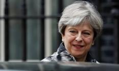 A primeira-ministra britânica, Theresa May, deixa sua residência oficial na rua Downing Street, em Londres Foto: STEFAN WERMUTH / REUTERS
