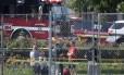 Investigatores chegam ao Eugene Simpson Field, lugar onde o atirador abriu fogo em Alexandria, na Vírginia