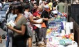 Britânicos organizam doações de suprimentos básicos para vítimas de incêncio