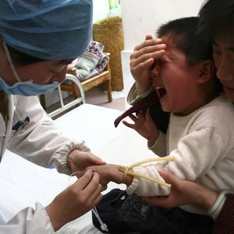 Em março deste ano, a vigilância sanitária chinesa descobriu uma máfia de vacinas falsas atuando em 24 províncias Foto: Reuters